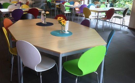 Nieuwe stoelen voor Kinderwereld